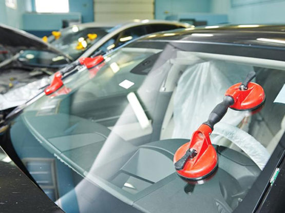 car auto glass replacement shop in brampton