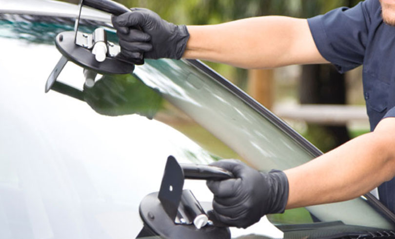 installing car windshield glass on car
