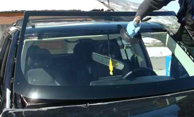 replacing cracked car window